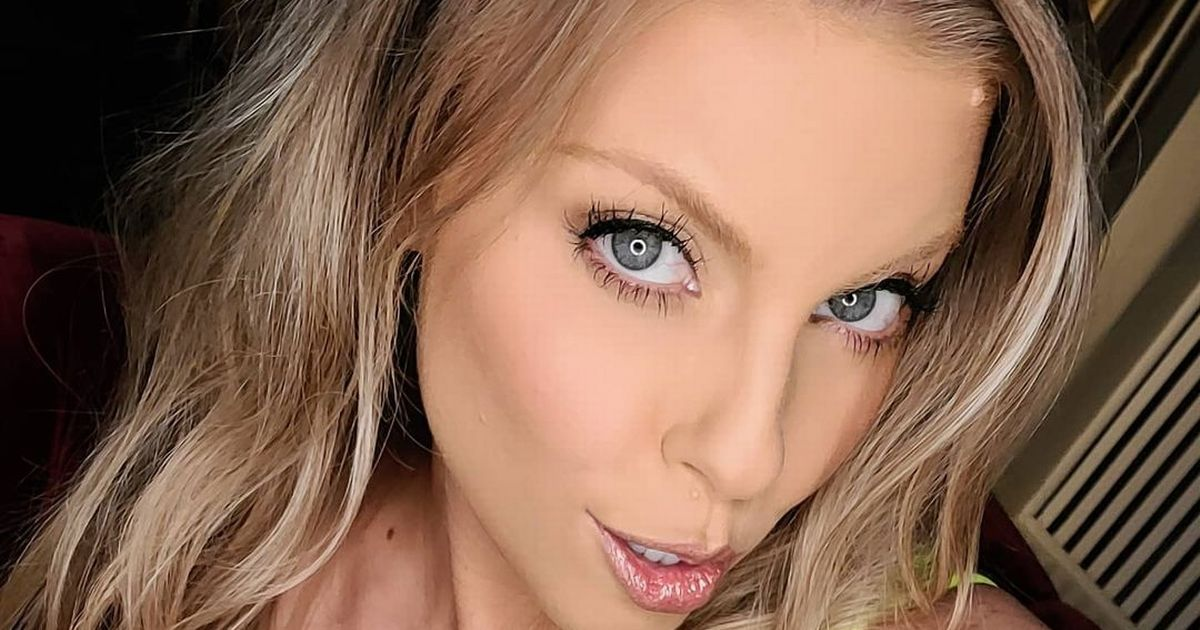 Porn star says 'sex is harder on set' as she performs uncomfortable positions